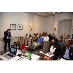 Ayvaz'ın geçtiğimiz ay Mauritius Cumhuriyeti'nde düzenlediği seminere ülkenin değişik sektörlerinden temsilciler katıldı.