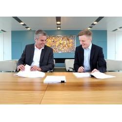 Danfoss Isıtma Grubu Başkanı Lars Tveen ve Leanheat CEO'su Jukka Aho