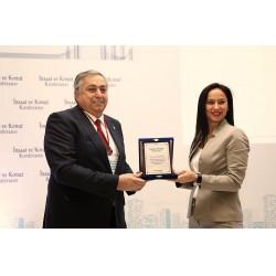 İNDER Yönetim Kurulu Başkanı Nazmi Durbakayım ve Eventuum Genel Müdürü Pınar Kopuz